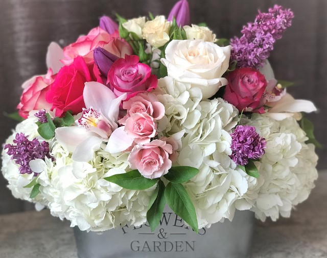 Gorgeous and Lush Flower Arragement~